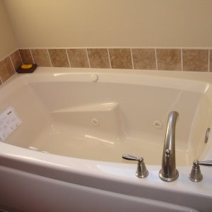 Riverwood in Detroit Lakes, bathtub